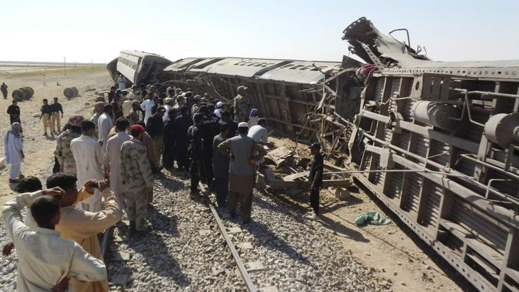 Train bomb kills 3 in Pakistan: Officials