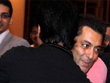 When Salman, Shah Rukh hugged once again!