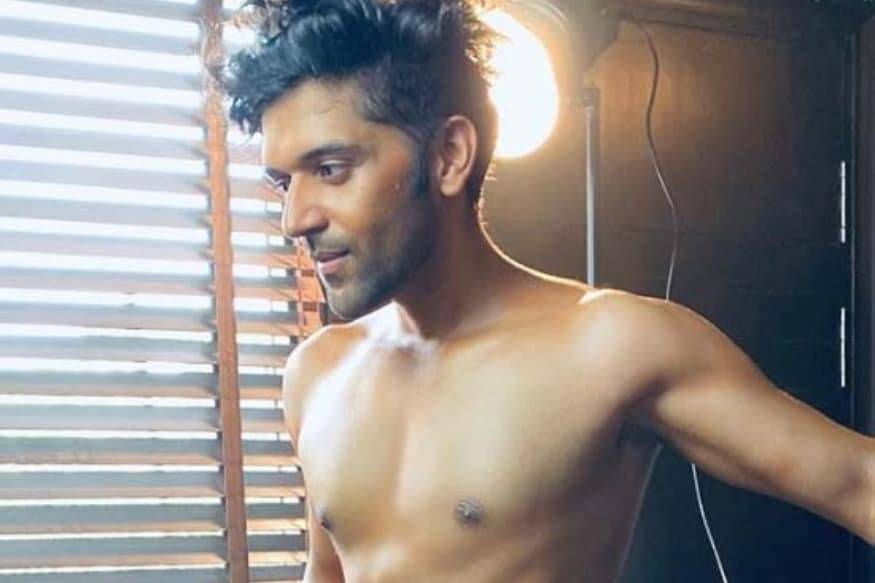 Singer Guru Randhawa Flaunts His Perfectly Toned Body In
